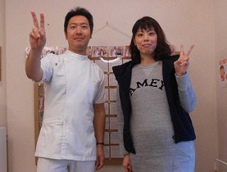 院長と腰痛を改善した妊娠中の患者
